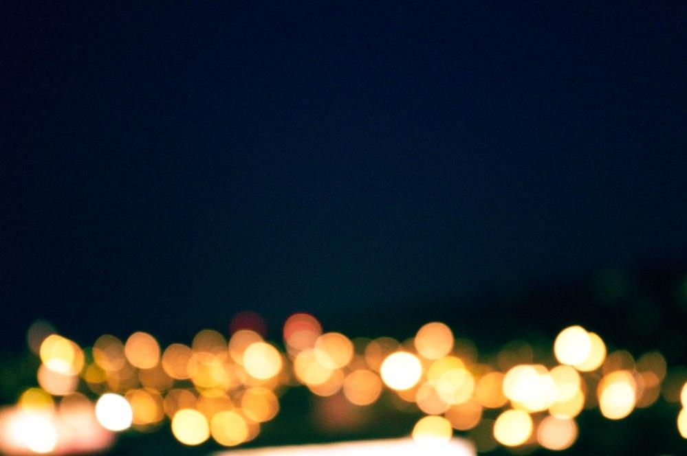 luz amarilla borrosa